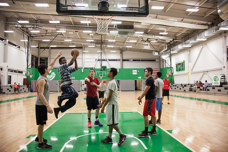 Roosevelt+and+Columbia+students+taking+part+in+an+open+gym+on+Thursday%2C+Feb.+6+after+discussions+for+a+5-on-5+basketball+tournament+to+take+place+this+spring+at+Roosevelt+University%27s+Goodman+Center.