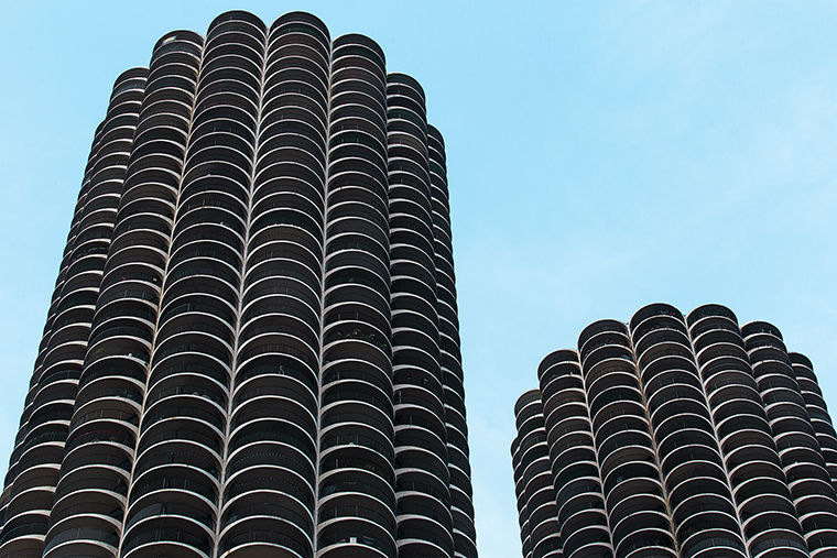 The+Marina+City+towers+were+designed+by+Chicago+architect+Bertrand+Goldberg+to+entice+people+to+live+downtown.