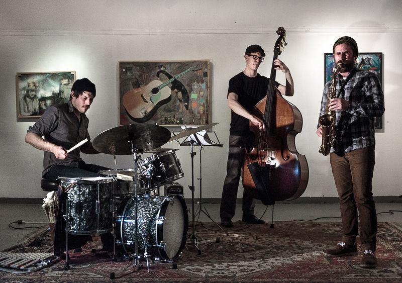 The Nick Mazzarella Trio play