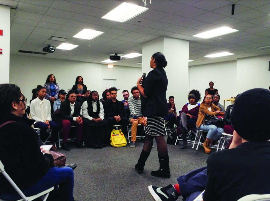 Students+and+community+members+listened+to+Chicago+police+officer+Yasmia+Dunn+speak+about+her+relationship+with+residents+at+a+Dec.+9+forum+at+33+E.+Congress+Parkway.