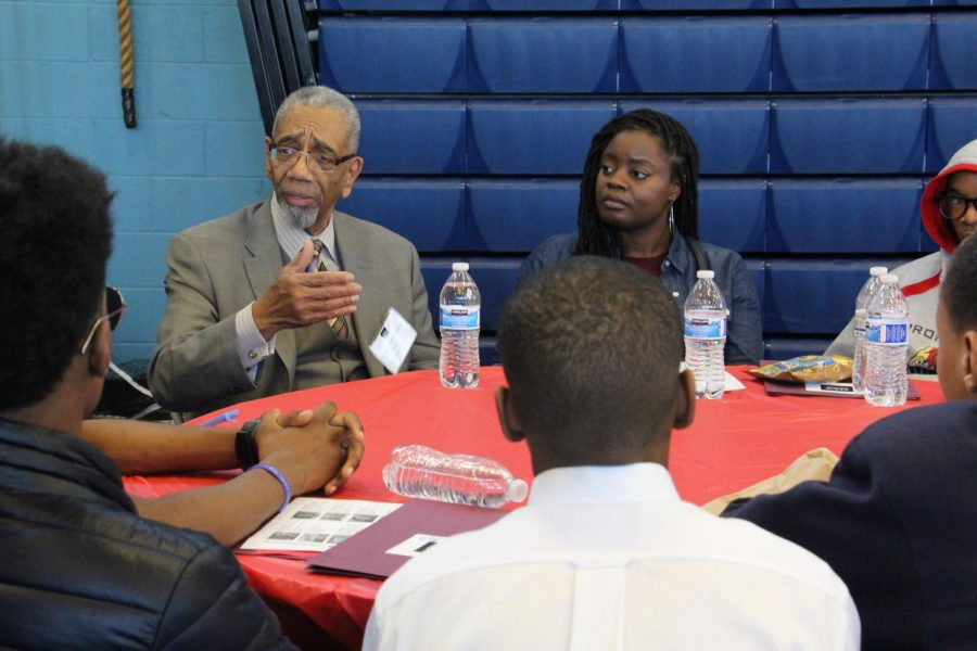 Congressman+Bobby+Rush+met+with+high+school+students+at+Mikva+Challenge%E2%80%99s+Youth+Voice+Congress+on+Feb.+6+to+discuss+economic+improvement+ideas.