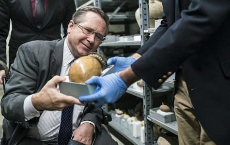 The Chicago Field Museum hosted a panel discussion Oct. 24 with Senator Mark Kirk to discuss and propose the Kirk bill, which is designed to stop funding for terrorist groups like ISIS.
