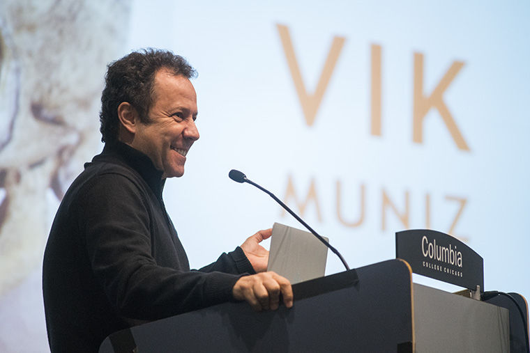 Visual Artist Vik Muniz, who combines various art forms into his photography, spoke at the Nov. 16 Lecture in Photography series