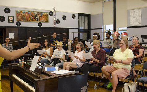 Musical composition reflects on feeling of being in a crowd