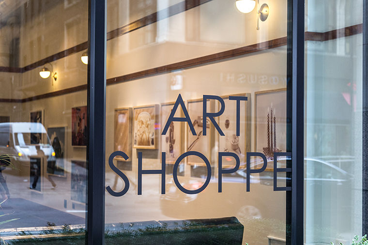 A+new+gallery+is+being+set+up+in+the+Art+Shoppe+at+the+Chicago+Athletic+Club%2C+71+E.+Madison+St.