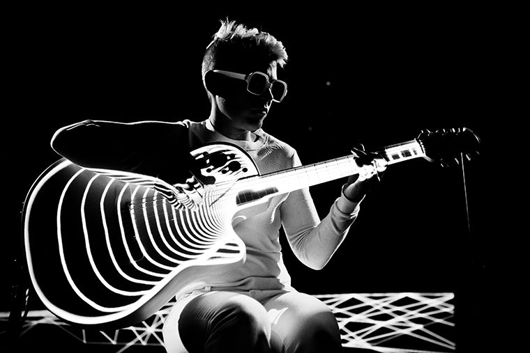 Kaki King performs her best, bathed in the glow of the performance.