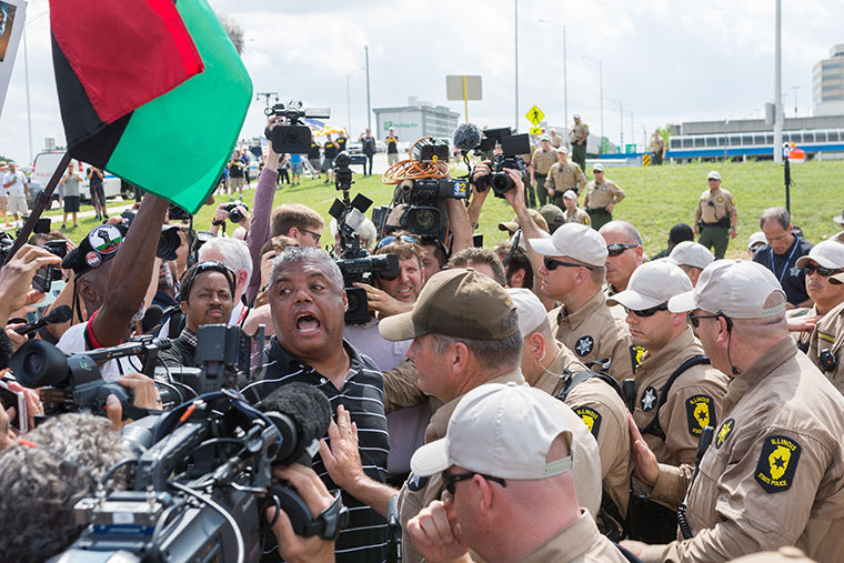 Rev.+Gregory+Livingston%2C+leader+of+the+O%E2%80%99Hare+Shut-Down+Protest%2C+began+singing+to+the+crowd+of+activists+before+being+peacefully+arrested+Sept.+3.