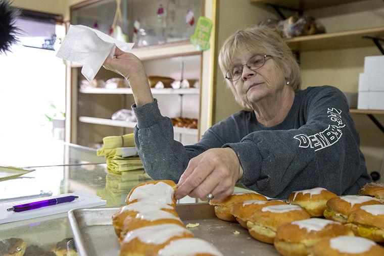 Sandy+Budz%2C+baker+at+Bridgeport+Bakery%2C+2907+S.+Archer+Ave.%2C+showing+flavors+of+pazckis+Feb.+28.