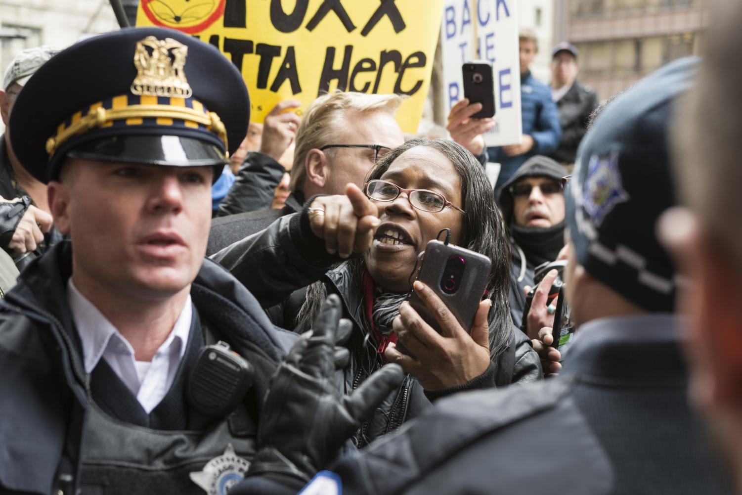 Police+step+between+Angela+Sengali+Dickerson+and+supporters+of+the+FOP+April+1.
