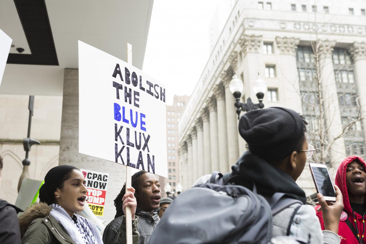 Counter-protestors+from+Black+Lives+Matter+Chicago+and+other+local+progressive+organizations+clashed+with+FOP+supporters+April+1.
