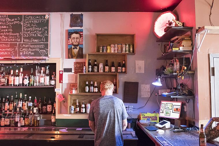 Bartender+Jason+Earl+Folks+behind+the+bar+at+Cole%27s+Bar%2C+2338+N.+Milwaukee+Ave.