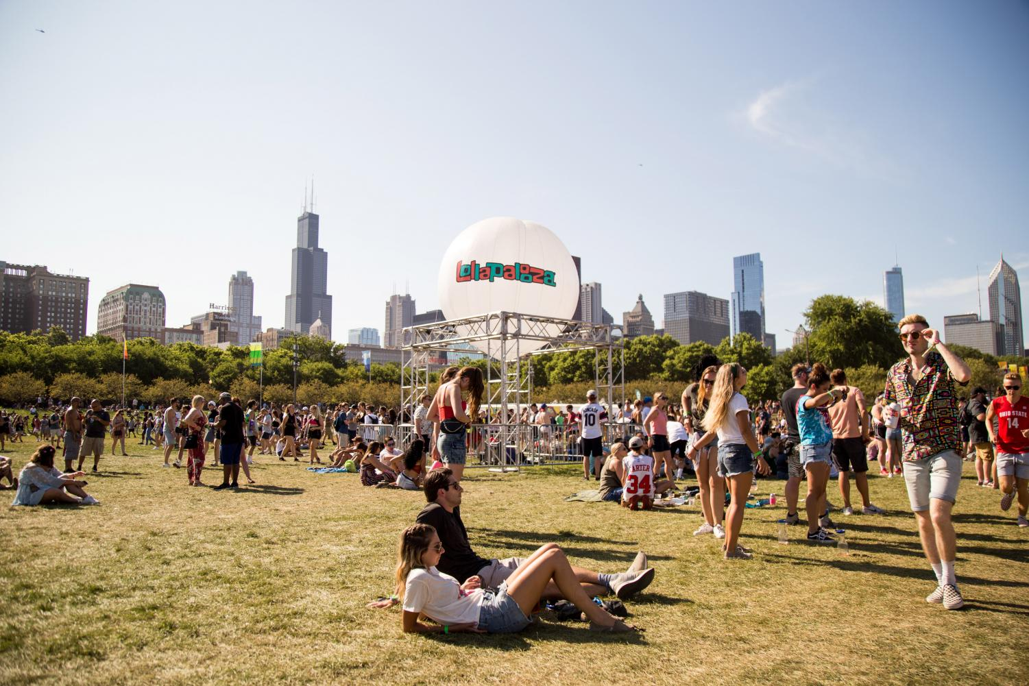 According+to+the+Lollapalooza+website%2C+ticket+prices+can+range+from+%24138+one-day+general+admission+to+%244%2C326+four-day+platinum+admission.