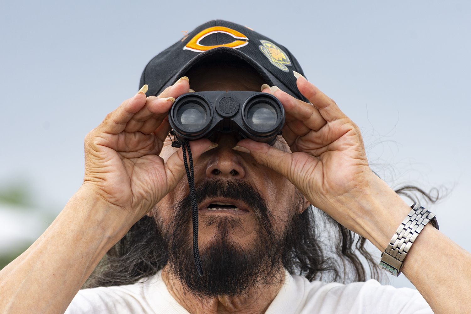 Numerous+spectators+used+binoculars+to+view+the+aircraft+in+the+show+as+they+passed+by+North+Avenue+Beach+Aug.+17.