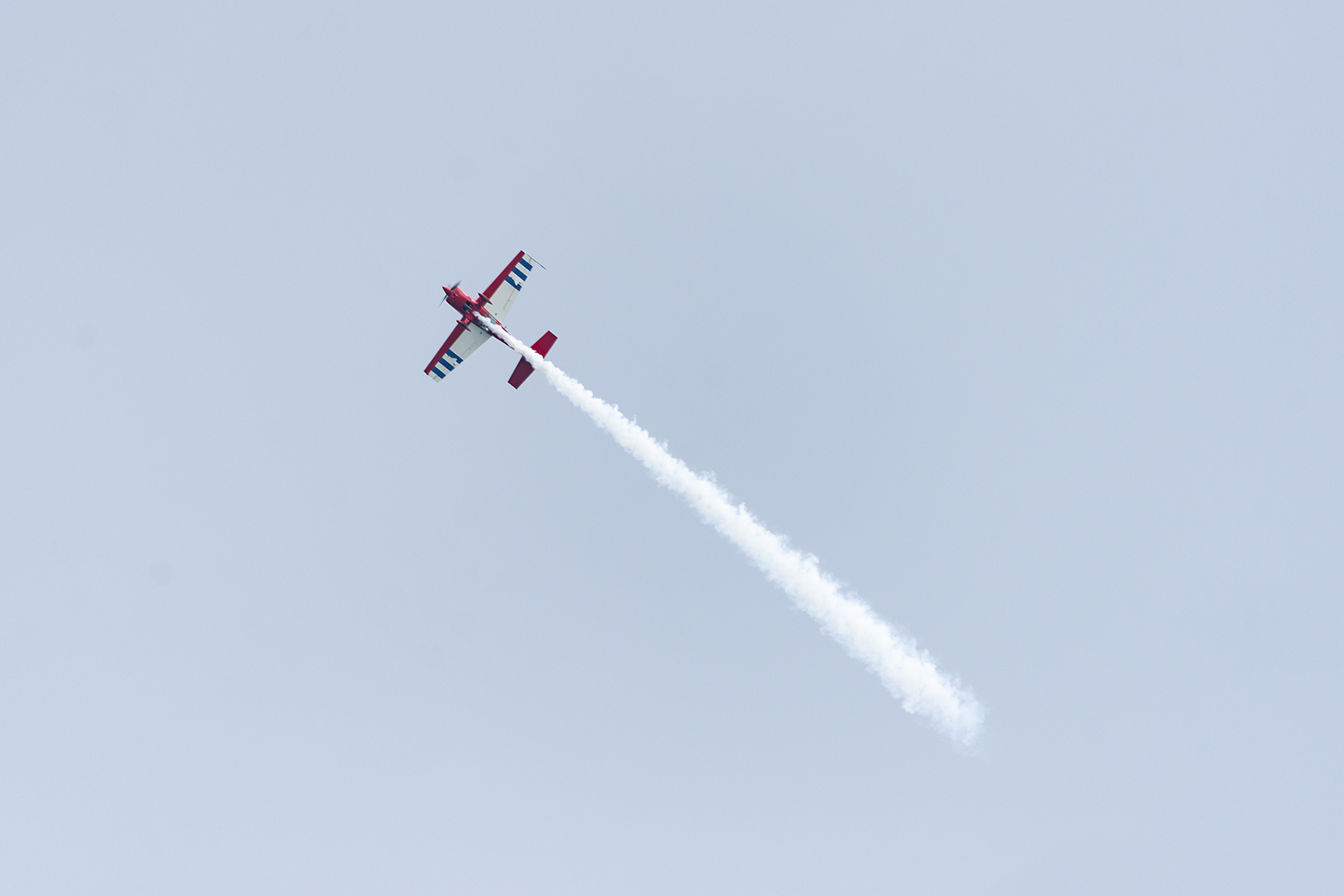 A+member+of+the+Firebirds+Delta+Team+soars+through+the+sky+Aug.+17+over+thousands+of+fans+at+North+Avenue+Beach%2C+1600+N.+Lake+Shore+Dr.
