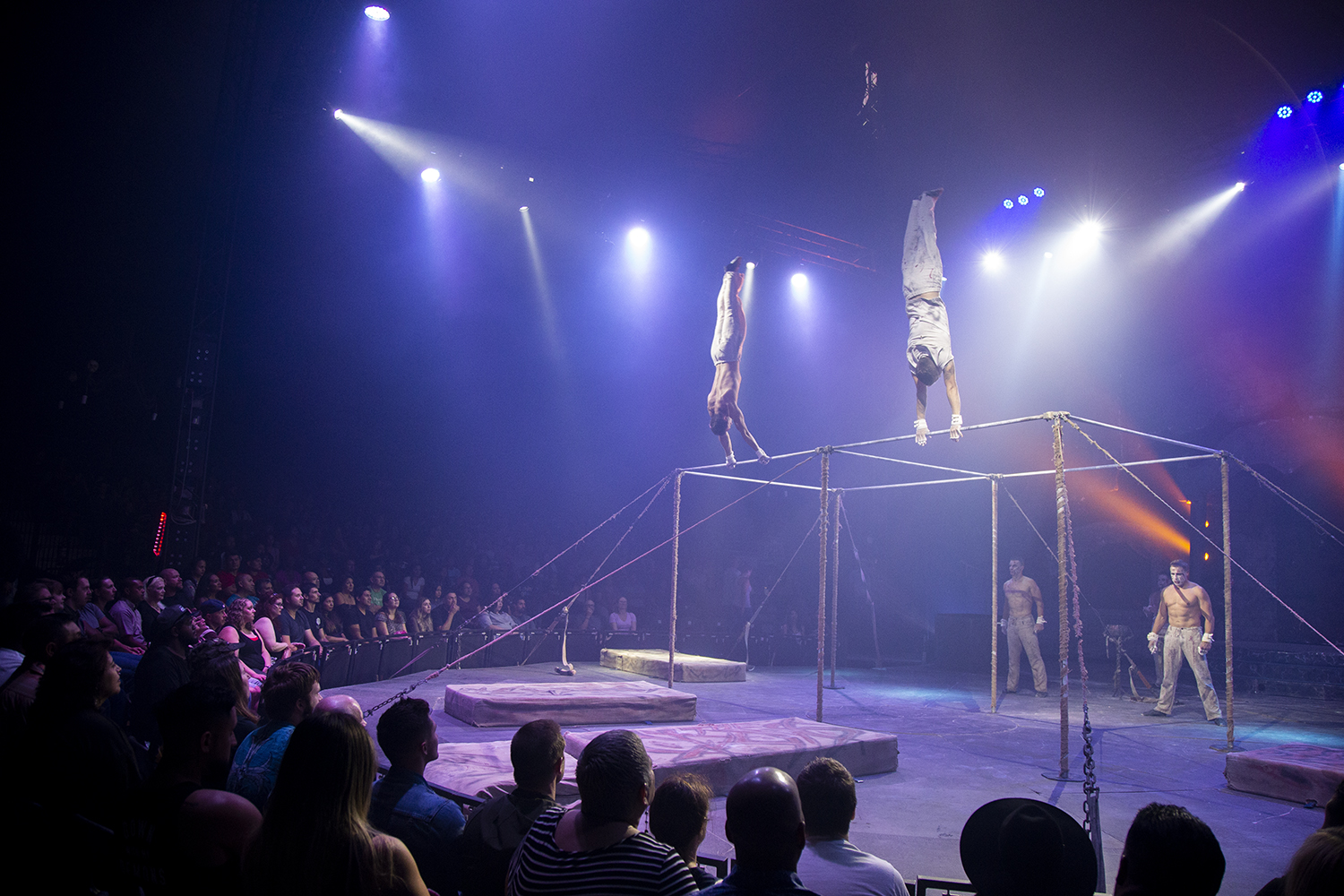 The+acrobats%2C+dressed+and+made+to+look+like+zombies%2C+captivated+the+audience+as+they+performed.