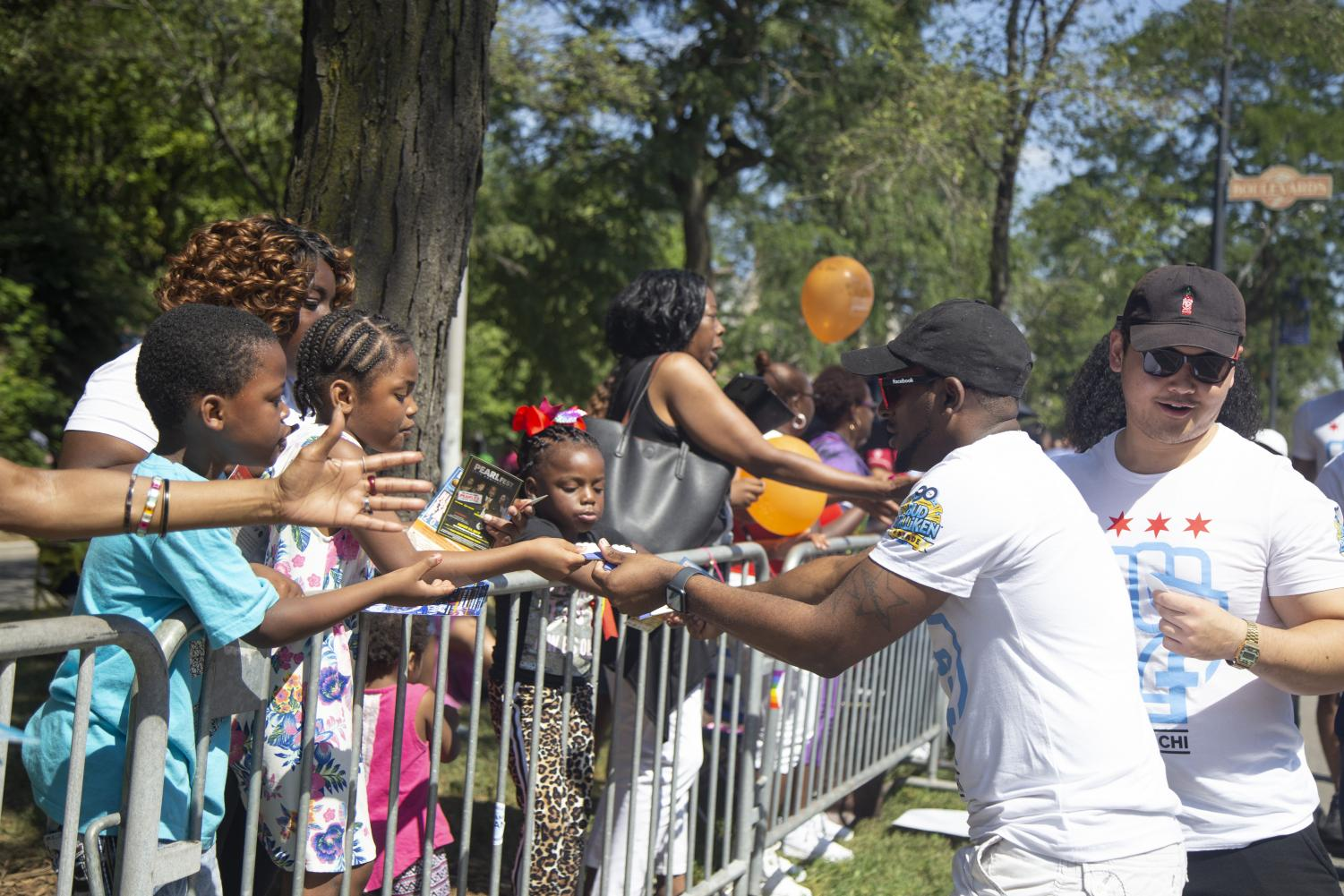 Facebook+Chicago+hands+out+candy+to+the+crowd+at+the+Bud+Billiken+Parade.