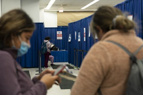 Several last minute voters register before casting their ballot at the South Loop Super Site, 191 N. Clark St., minutes before the polls close on Nov. 3.