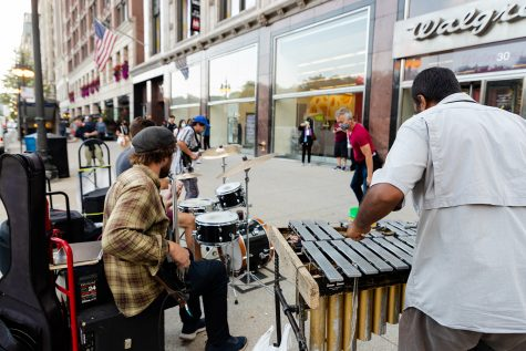 A small crowd forms for Chicago Traffic Jams performance on Michigan Avenue.
